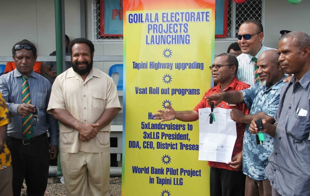 Goilala MP William Samb (red shirt) with Don Polye (cream suit) and Sam Basil (sunglasses) at the launch of a Goilala electorate Highway upgrade.