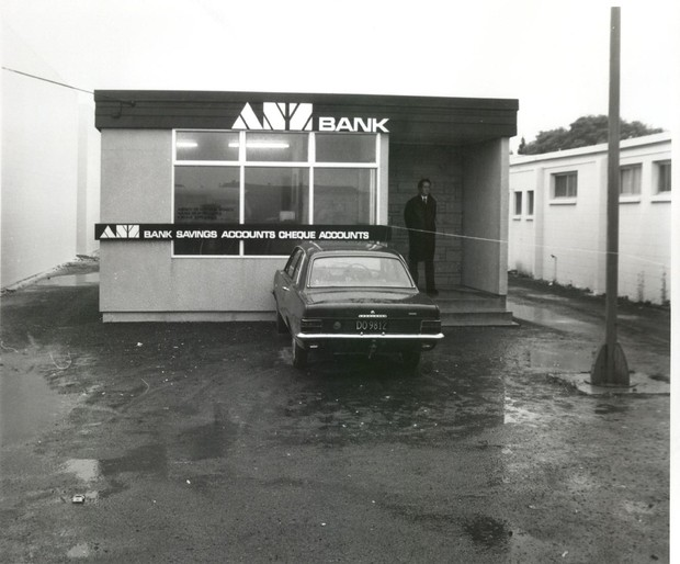 The scene at the ANZ bank in 1976.