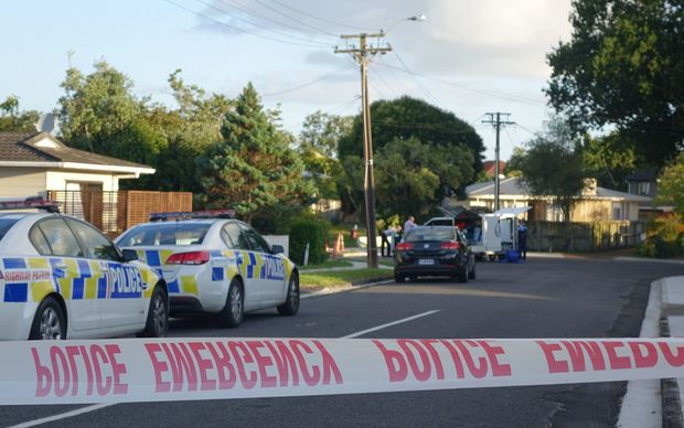 Police have cordoned off Glenvil Lane in Te Atatu, after the discovery of a body.