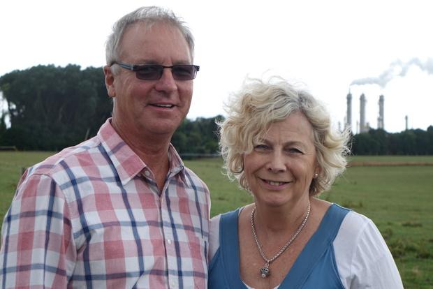 南塔拉纳基夫妇Philip和Ainsley Luscombe说,他们200公顷农场的近一半将落入缓冲区。