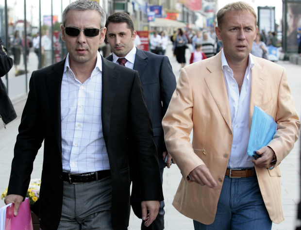 Dmitry Kovtun, left, and Andrei Lugovoi walk toward the Echo Moskvy radio studio in Moscow on 29 August 2007. They have been accused of killing former Russian agent Alexander Litvinenko in London in 2006.
