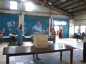 Jailed former Vanuatu PM Moana Carcasses casts his vote