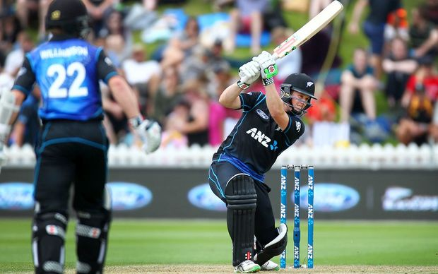 Henry Nicholls bats during the 1st ODI cricket match between the New Zealand Black Caps and Pakistan at the Basin Reserve.