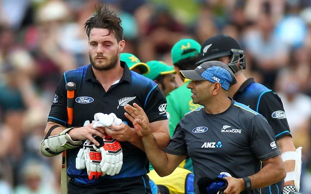 Mitchell McClenaghan is forced from the field injured during the ODI against Pakistan at the Basin Reserve, Monday 25th January 2016. Copyright Photo.: Grant Down / www.photosport.nz