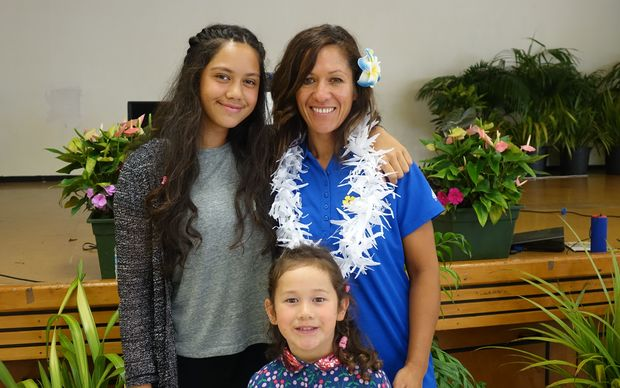 Mel Tyrrell (C) and her daughters Kaelyn (R) and Ma'ana