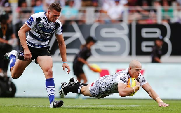 Warriors debutant Jeff Robson scores a try against the Bulldogs at the NRL Auckland Nines at Eden Park, Saturday 6 February 2016. Photo: Anthony Au-Yeung / www.photosport.nz