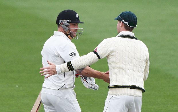 Steve Smith shakes Brendon McCullum's hand after the Black Caps captains last bat for New Zealand. 2016.