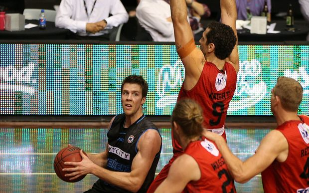 The Breakers' Tom Abercrombie takes on Perth in 2015