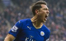 Leonardo Ulloa of Leicester City celebrates his goal in the last minute of the game.