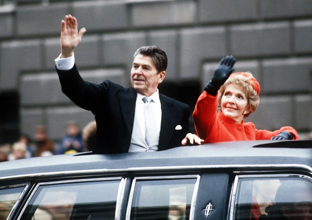 40th U.S. President Ronald REAGAN 1911-2004 and First Lady Nancy Reagan wave to the crowd waiting along the Inaugural parade route down Pennsylvania Avenue, Washington DC, 20 January 1981