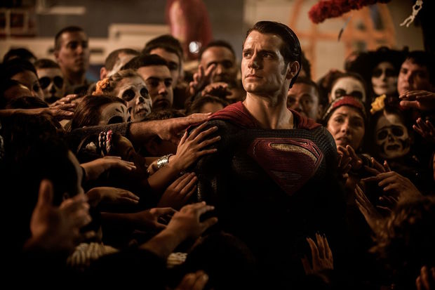 Superman (Henry Cavill) and adoring Mexican fans