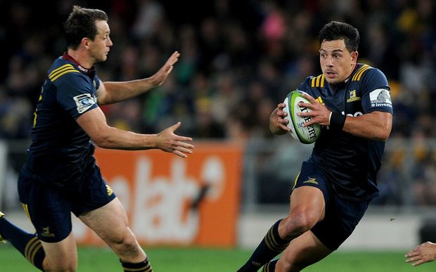 Highlanders Rob Thompson (R) and Ben Smith (L) on the move