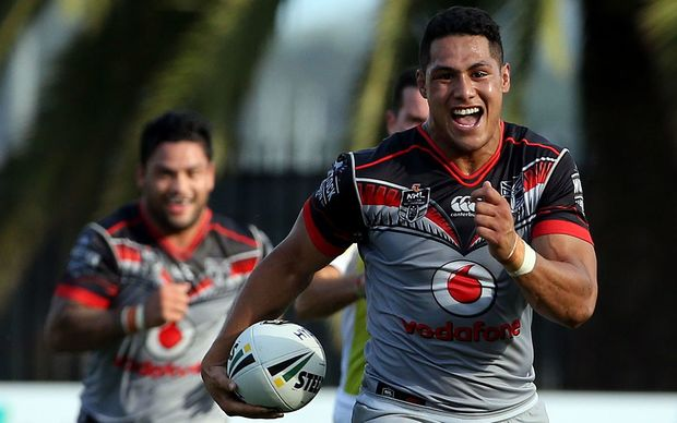 Roger Tuivasa-Scheck breaks away to score the match winner.