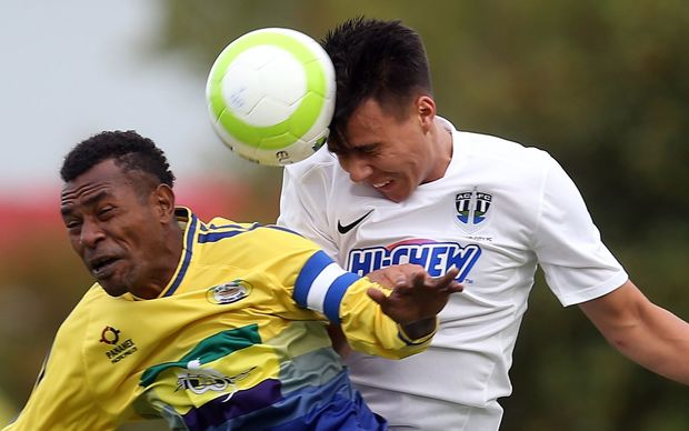 Auckland's Te Atawhai Hudson-Wihongi gets the better of Lae City Dwellers Raymond Gunemba.