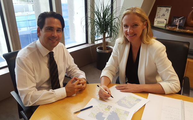 Transport Minister Simon Bridges and Wellington councillor Jo Coughlan.