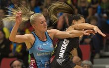 Steel's Shannon Francois and Magic's Courtney Tairi collide.