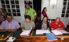 Accord signed by Tahiti unions and government, averting general strike