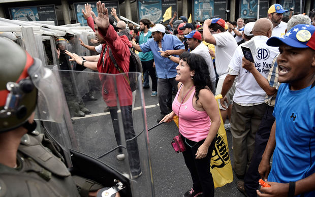 as they demand a referendum in Caracas on May 11, 2016.