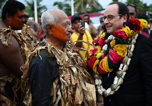 Francois Hollande welcomed in Kingdom of Alo on Futuna island