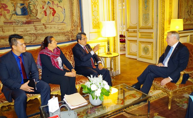 French Polynesian delegation meets French foreign minister Ayrault