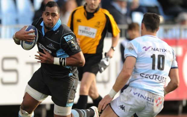 Fiji-born winger Taqele Naiyaravoro sizes up Dan Carter while playing for Glasgow.