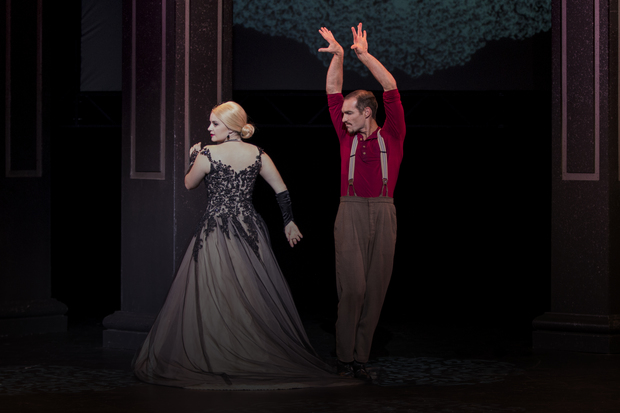 Eva and Che dance in Evita, played by Heather Wilcock and Matthew Pike