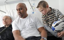 All Blacks rugby legend Jonah Lomu in the nephrology department in Bordeaux hospital. Lomu underwent a kidney transplant in 2004. The slogan on Lomus' t-shirt reads : 'The recovered life'.