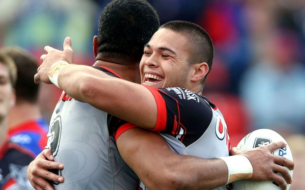 Tuimoala Lolohea (R) embraces try scorer David Fusi'tua.