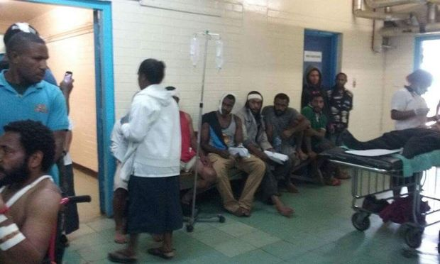 Goroka Hospital treats people injured in fighting in the capital of Papua New Guinea's Eastern highlands province, 14 June 2016.