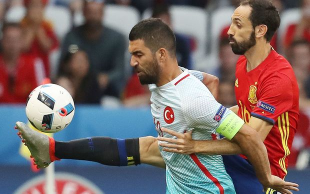 Spain beat Turkey 3-nil to advance to the last 16 at the European Football Championship.