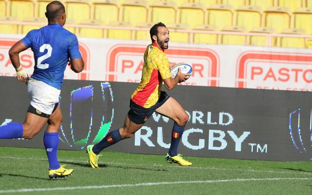Samoa captain Faalemiga Selesele can't stop Ignacio Martin from crossing for the winning try.