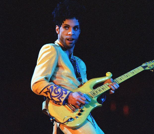A Yellow Cloud electric guitar owned and played by the late pop star Prince has sold at auction in the US for $137,500 (£100,000).