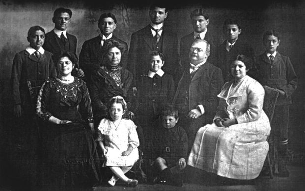 Gustav and Louise with their family  1912