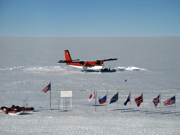 A Twin Otter at Amundsen-Scott South Pole Station