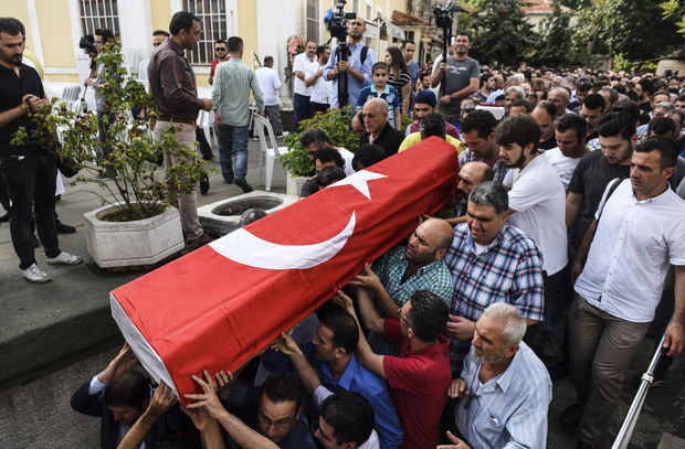 People carry the coffin of Huseyin Tunc, covered with the Turkish national flag in Istanbul on June 30, 2016 two days after the triple suicide bombing and gun attack occurred at Istanbul's Ataturk airport.