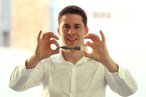 Ben O'Brien of StretchSense with a sensor band