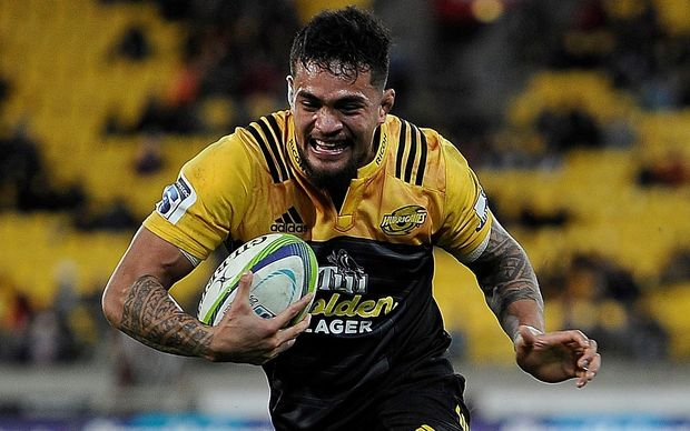 Vaea Fifita sees the try line.