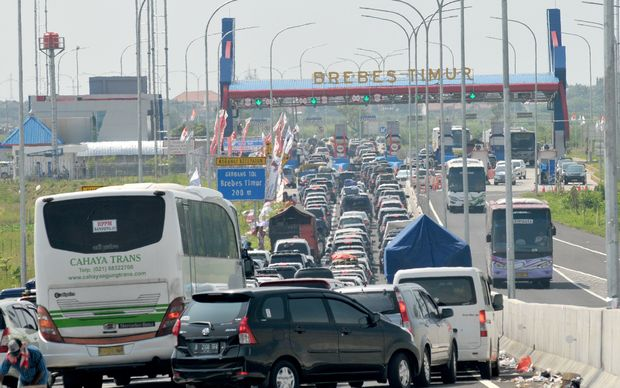 Heavy traffic congestion builds during roadworks at a major highway junction in Brebes. 12 people died in a traffic that lasted 3 days