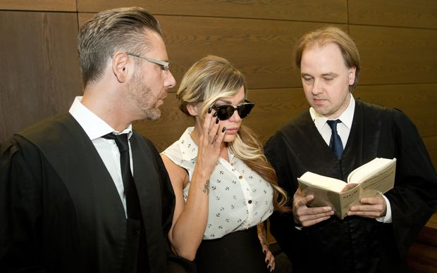 Model Gina-Lisa Lohfink arrives with her lawyers Christian Simonis and Burkhard Benecken.