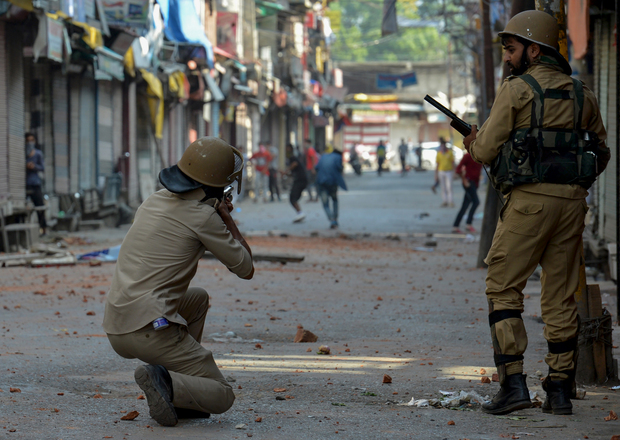 Indian police clash with protesters in Srinagar,11 July, 2016.