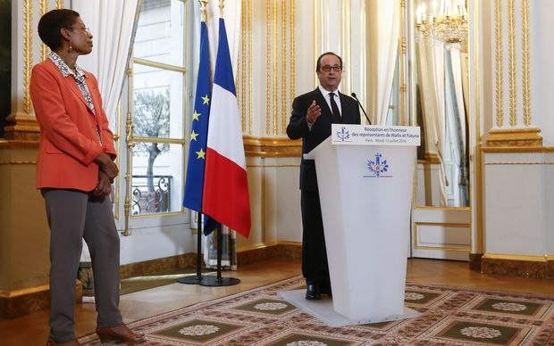 French President François Hollande addresses leaders from Wallis and Futuna at the Elysee Paris in Paris. The French overseas territories minister, George Pau-Langevin is also pictured.