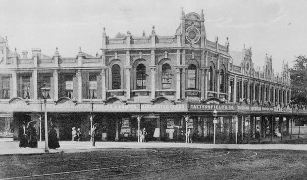 Corner Pitt Street and Karangahape Road in 1909