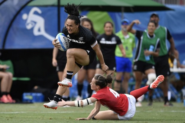 Portia Woodman runs past Britain's Emily Scarratt in the women's rugby sevens semi-final.
