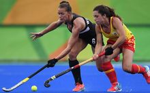 Spain's Gigi Oliva (R) vies for the ball with New Zealand's Petrea Webster during the women's field hockey Spain vs New Zealand match of the Rio 2016 Olympics Games at the Olympic Hockey Centre in Rio de Janeiro on August, 10 2016.