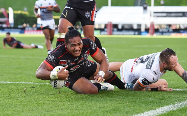 Solomone Kata scores a try for the