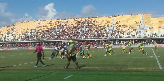 The Agmark Gurias and Mount Hagen Eagles during Saturday's Digicel Cup semi-final, which ended with the referee being attacked by a team official.