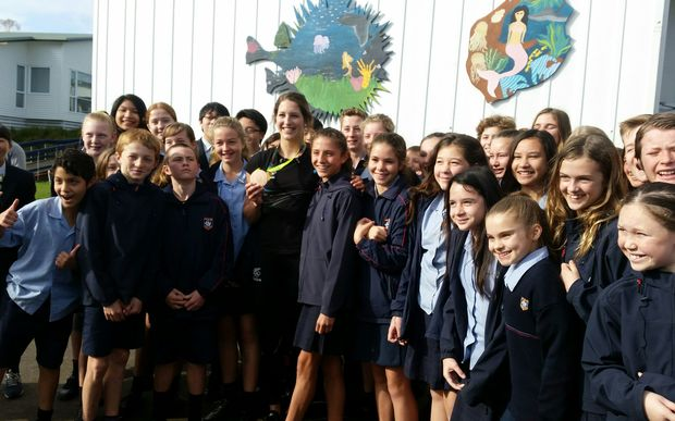 Olympic pole vaulter Eliza McCartney with students from Belmont Intermediate.