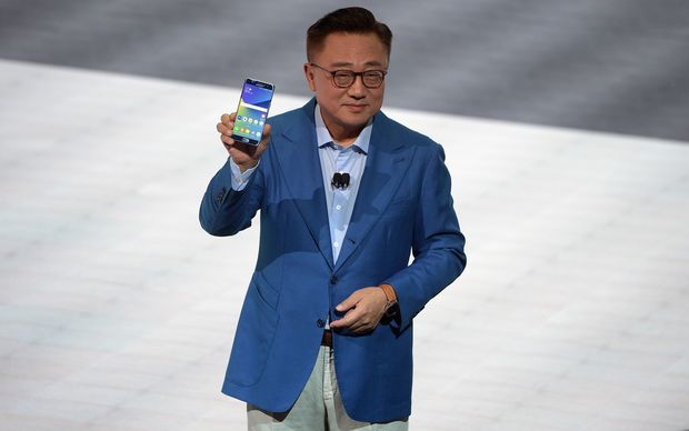 Koh Dong-jin holding a Galaxy Note 7 when it was first launched two weeks ago.