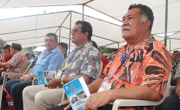 The president of French Polynesia, Edouard Fritch (centre) with the president of New Caledonia, Philippe Germain (left) and the ulu of Tokelau, Afega Gaualofa (right).