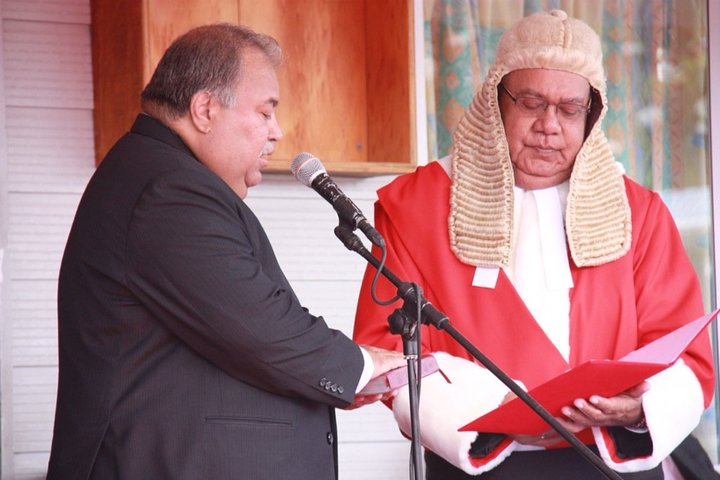 Nauru Chief Justice Ratu Joni Madraiwiwi (right) swears in President Baron Waqa (left) in July 2016.